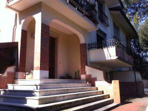 Marina di Massa case vacanze 6 posti letto giardino