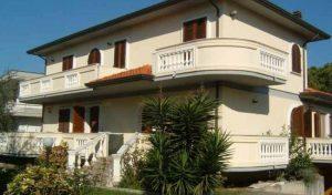 Marina di Massa appartamento in villa 8 posti