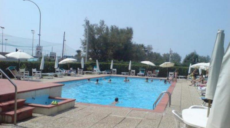 Marina di Massa appartamento con piscina