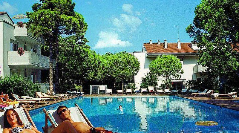 Lignano Pineta alloggio in residence con piscina
