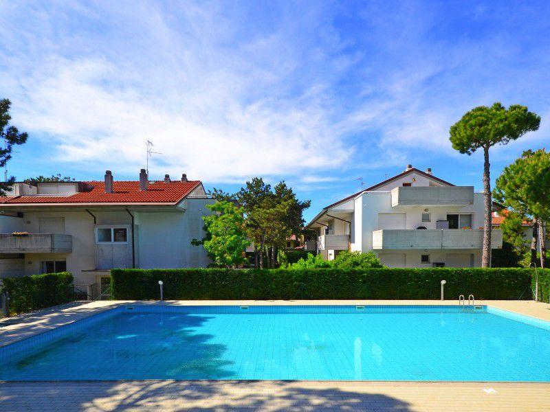Lignano Pineta alloggio con piscina condominiale vicinanze parco Hemingway