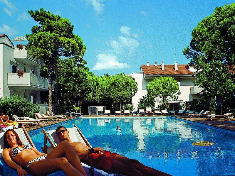 Lignano Pineta appartamento in residence con piscina e giardino