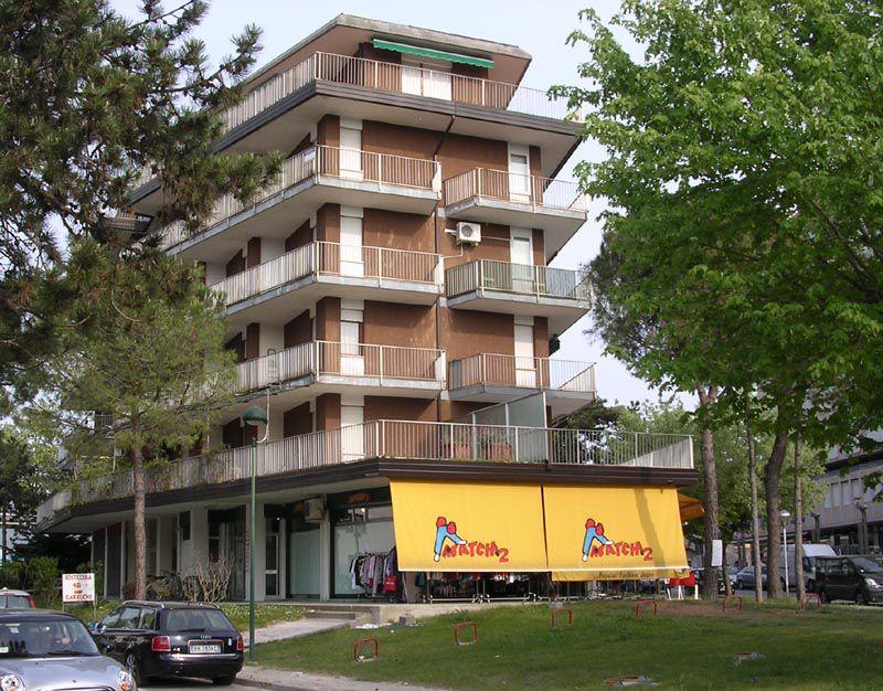 Lignano Pineta centro appartamento in condominio al 2° piano